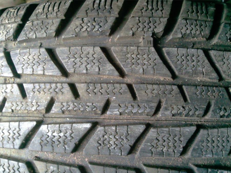 besoin d 39 avis entaille dans la gorge du pneu peugeot 206 diesel auto evasion forum auto. Black Bedroom Furniture Sets. Home Design Ideas