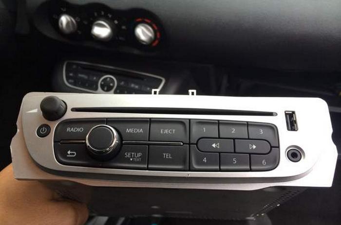 l 39 autoradio ne lit plus ma cl usb renault twingo essence auto evasion forum auto. Black Bedroom Furniture Sets. Home Design Ideas