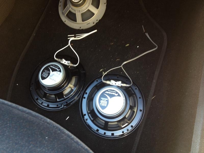 Brancher le téléphone aux haut-parleurs de voiture