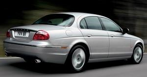 recherche avis sur la fiabilit et quel est la provenance du moteur jaguar xf diesel. Black Bedroom Furniture Sets. Home Design Ideas