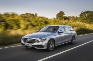 Mercedes E 350 d break 2016 : action travelling AV