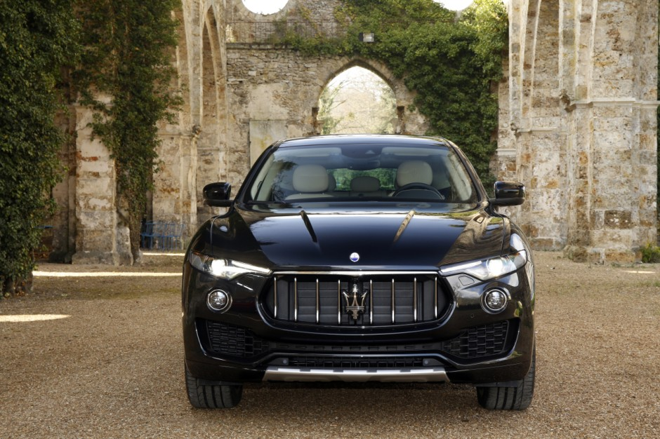 maserati levante vid o exclusive du plus chic des suv italiens photo 3 l 39 argus. Black Bedroom Furniture Sets. Home Design Ideas