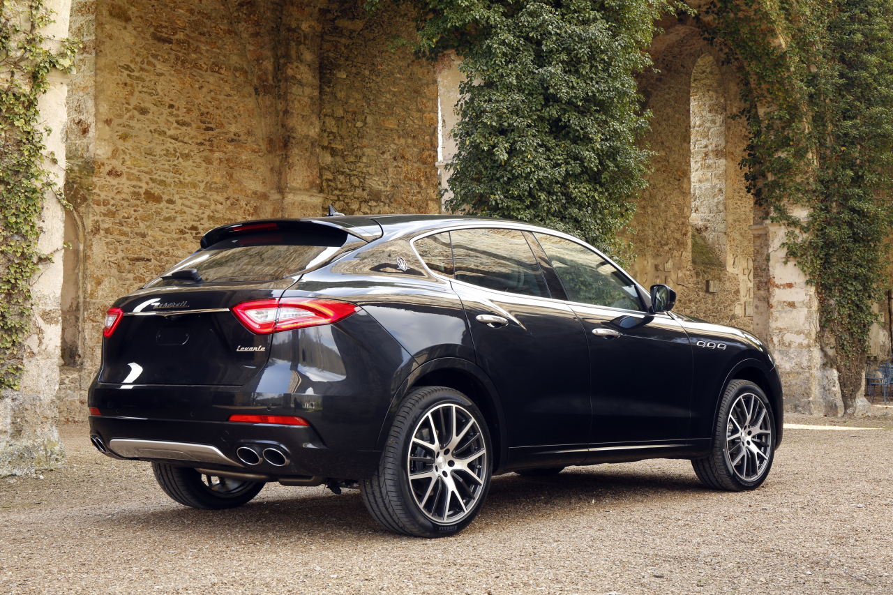 maserati levante vid o exclusive du plus chic des suv italiens photo 4 l 39 argus. Black Bedroom Furniture Sets. Home Design Ideas