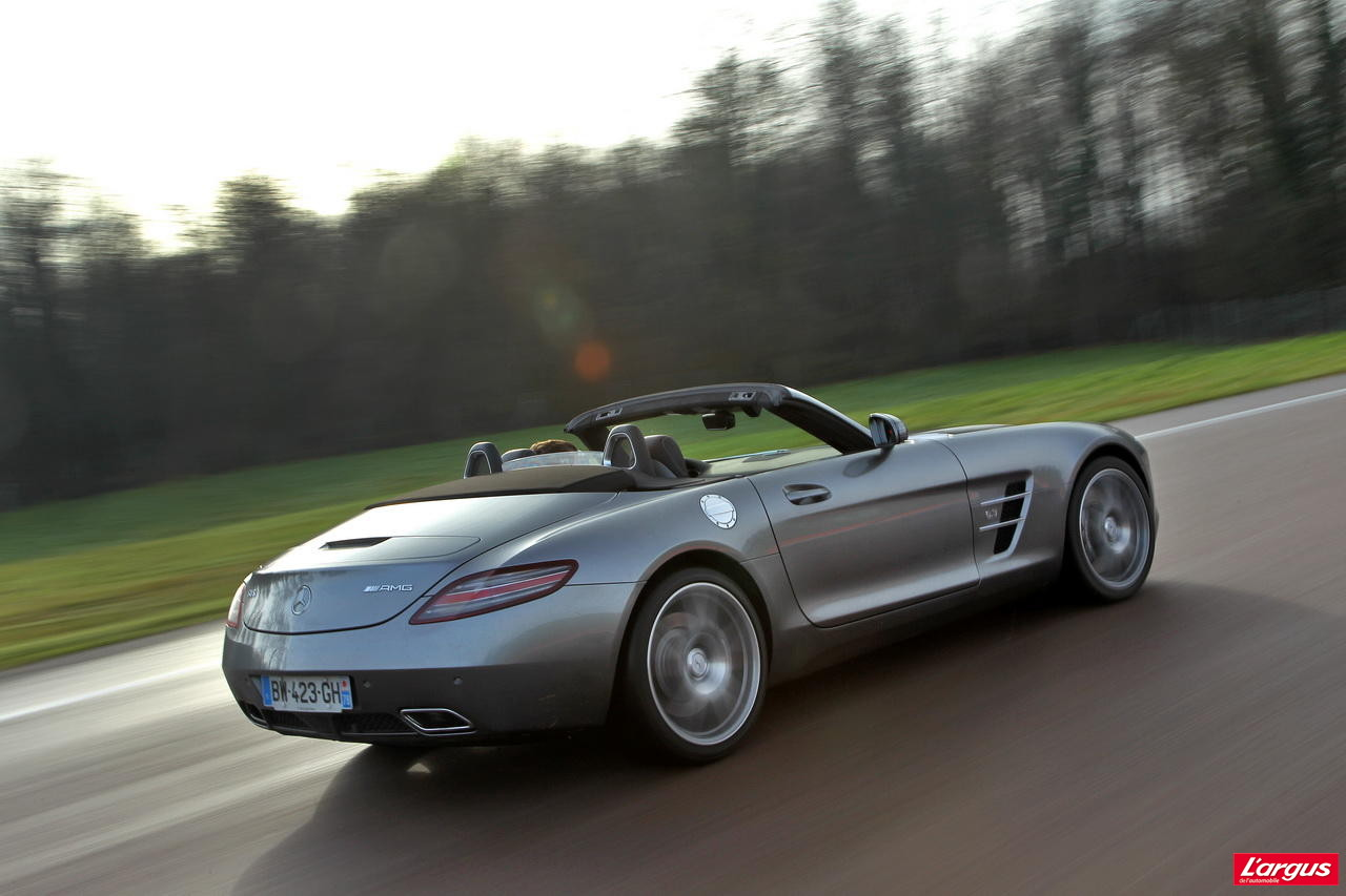 essai vid o mercedes sls amg roadster moteur a glisse. Black Bedroom Furniture Sets. Home Design Ideas
