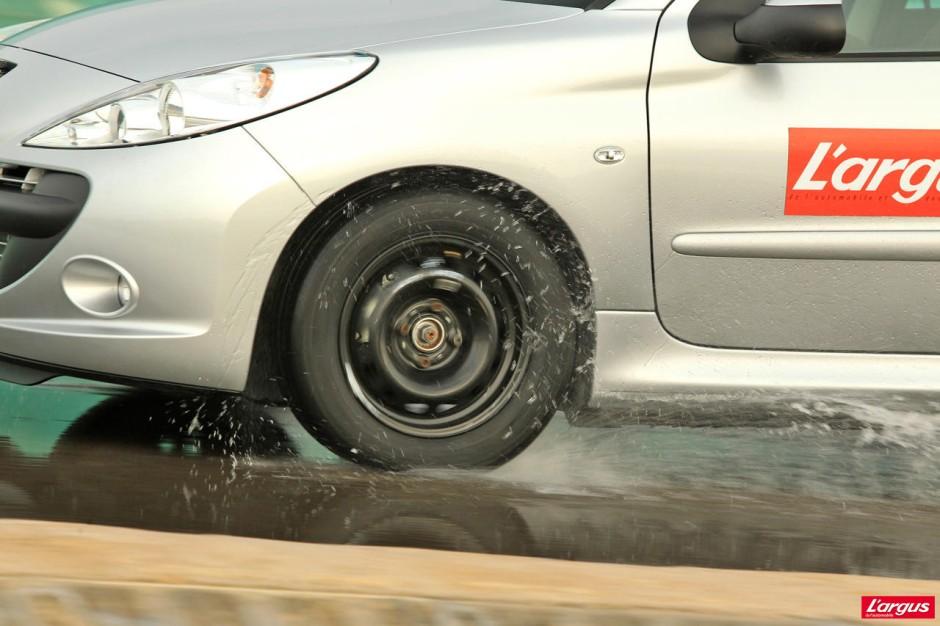 les pneus de centres auto sont ils dignes de confiance photo 15 l 39 argus. Black Bedroom Furniture Sets. Home Design Ideas