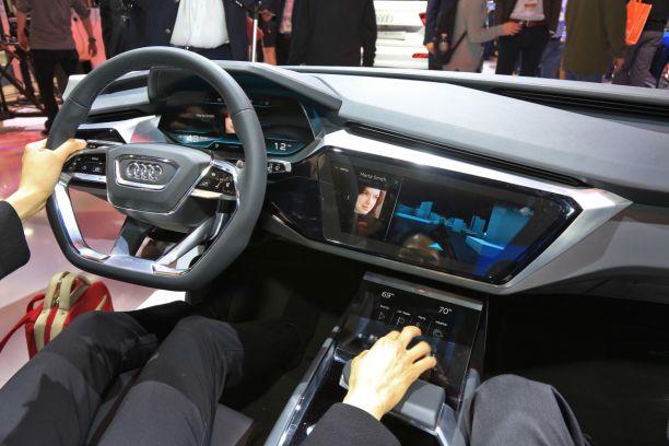 Ces 2016 Las Vegas Audi Devoile Le Tableau De Bord De La Future A8