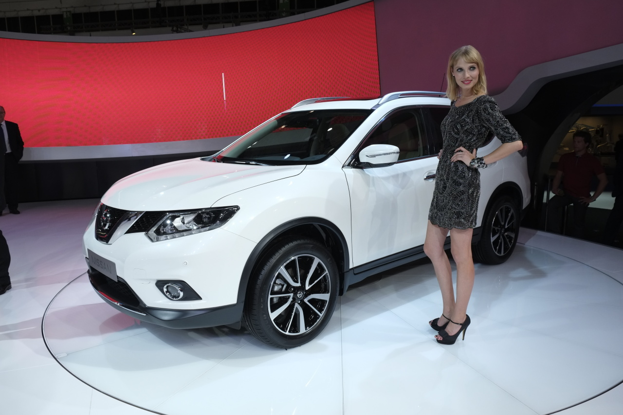 nissan x trail 2014 vs qashqai release date price and specs. Black Bedroom Furniture Sets. Home Design Ideas
