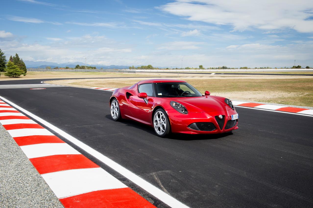 top 18 des voitures les plus rapides sur le circuit du n rburgring 17 alfa romeo 4c l 39 argus. Black Bedroom Furniture Sets. Home Design Ideas