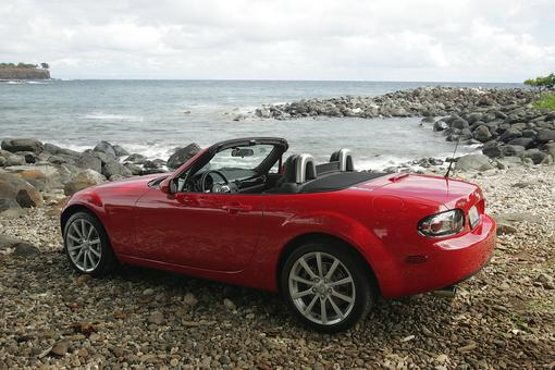 mazda mx 5 coup cabriolet et porsche boxter photo 1 l 39 argus. Black Bedroom Furniture Sets. Home Design Ideas