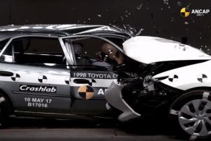 Crash-test. Toyota Corolla (1998) vs Auris (2015)