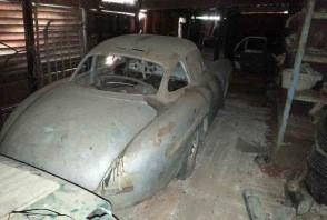 Une Mercedes 300 SL abandonnée à Cuba