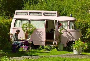 Un van Mercedes transformé en... chambre Airbnb