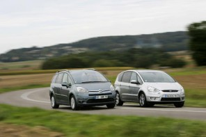 Citroën C4 Grand Picasso 2.0 HDi BMP6 Exclusive face à Ford S-Max 2.0 TDCi Durashift 6 Titanium