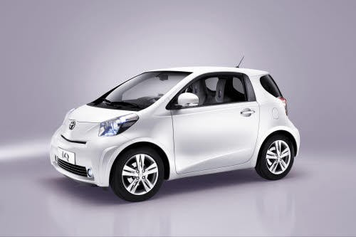 toyota iq contre smart fortwo le choc des micro titans l 39 argus. Black Bedroom Furniture Sets. Home Design Ideas