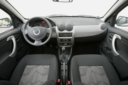 dacia sandero 1 4 mpi ambiance face la renault clio campus la renault clio iii et la peugeot. Black Bedroom Furniture Sets. Home Design Ideas