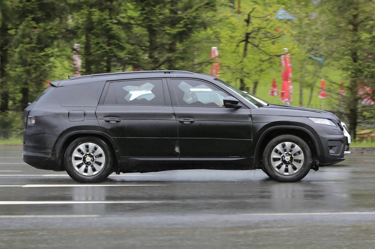 skoda kodiaq 2017 spyshot du suv 7 places de skoda. Black Bedroom Furniture Sets. Home Design Ideas