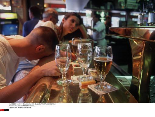 alcoolisme une loi pour emp cher les jeunes de boire l 39 argus. Black Bedroom Furniture Sets. Home Design Ideas
