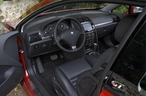 Peugeot 407 coup 3 0 v6 hdi gt plus puissante plus for Interieur 407 coupe