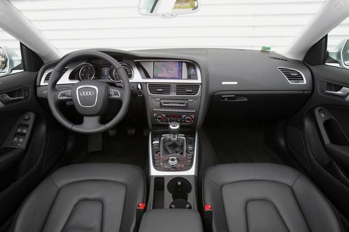 l 39 audi a5 sportback 2 0 tdi 170 ambiente face la volkswagen passat cc 2 0 tdi 170 carat. Black Bedroom Furniture Sets. Home Design Ideas