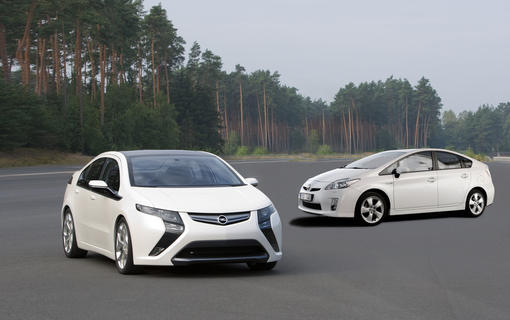 opel ampera toyota prius deux visions de l 39 hybride photo 1 l 39 argus. Black Bedroom Furniture Sets. Home Design Ideas