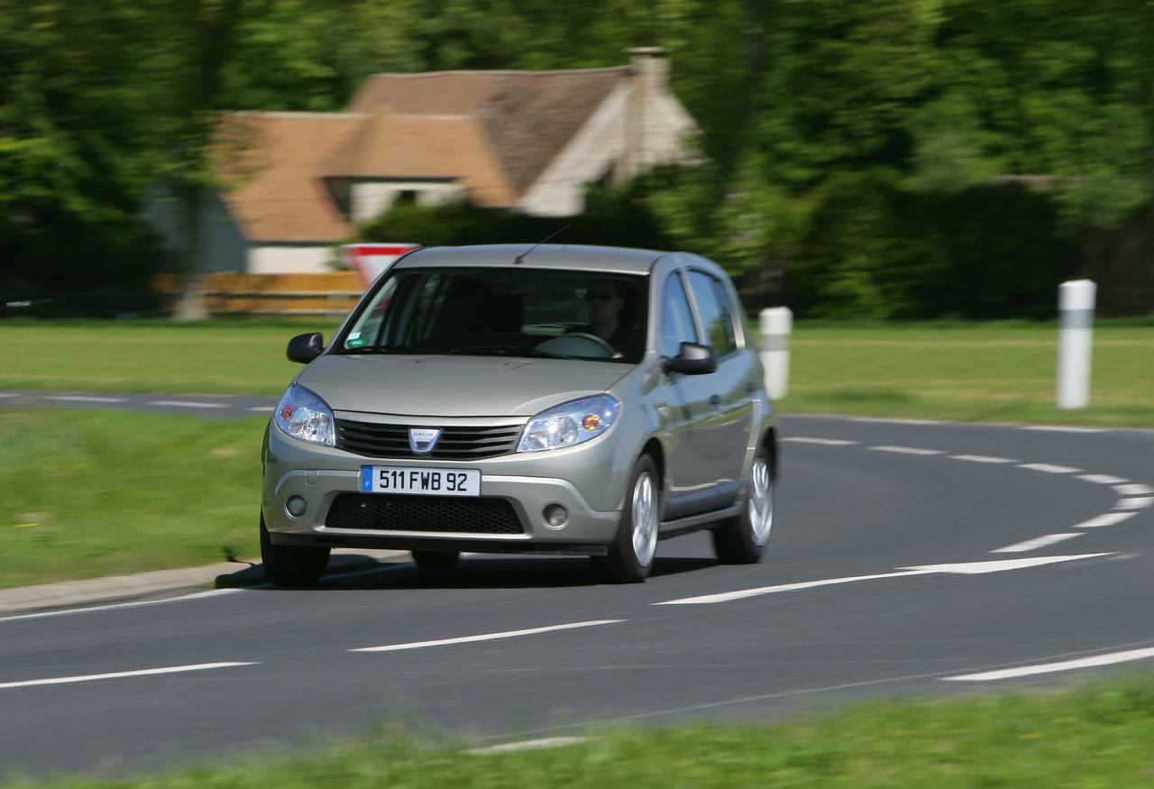 odeur de gaz sur la dacia sandero photo 2 l 39 argus. Black Bedroom Furniture Sets. Home Design Ideas