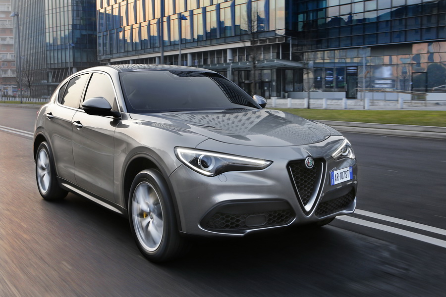 prix alfa romeo stelvio deux nouveaux moteurs au catalogue photo 2 l 39 argus. Black Bedroom Furniture Sets. Home Design Ideas