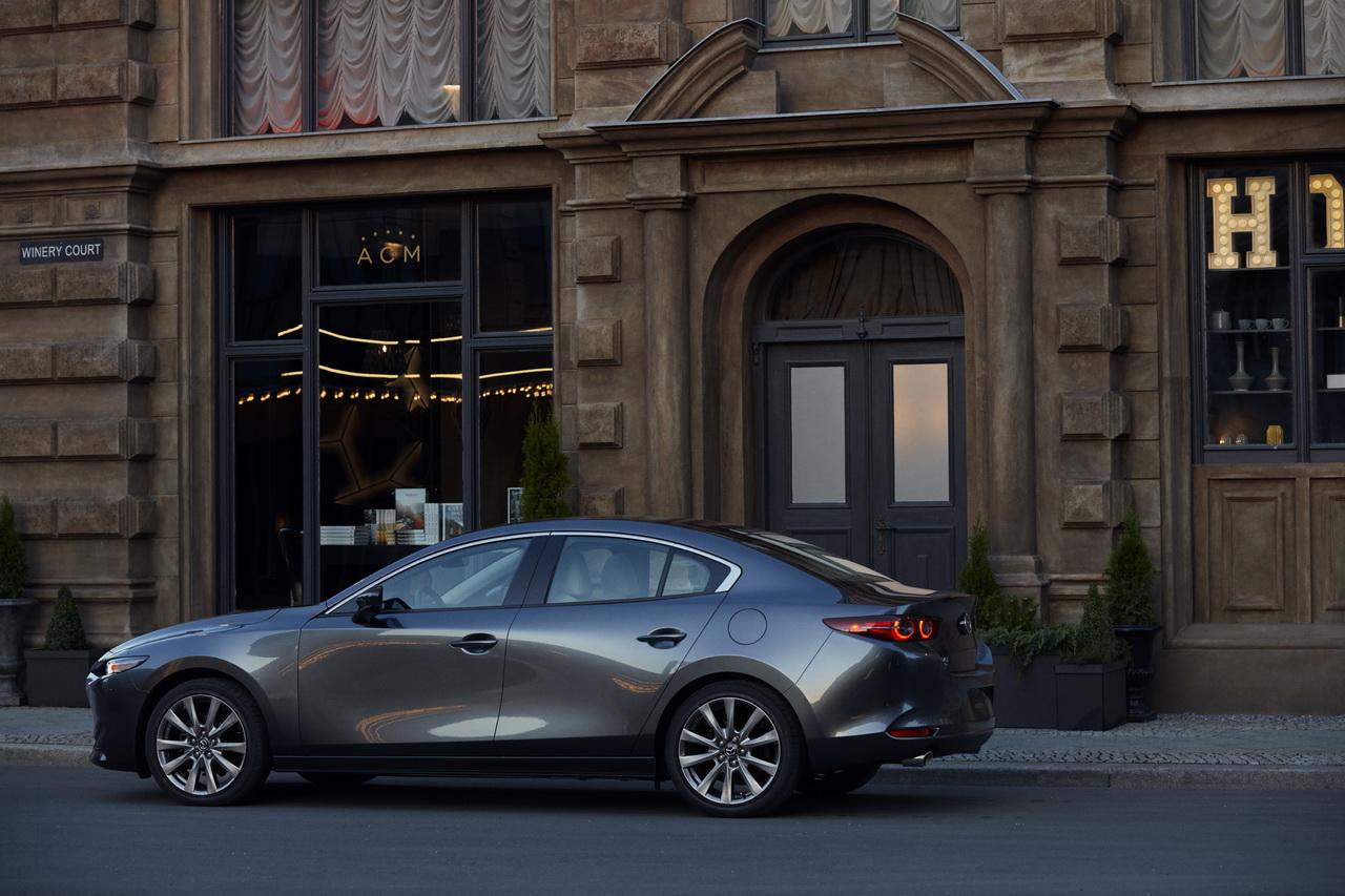 2018 - [Mazda] 3 IV - Page 11 19-mazda3-sdn-ext-5-redimensionner