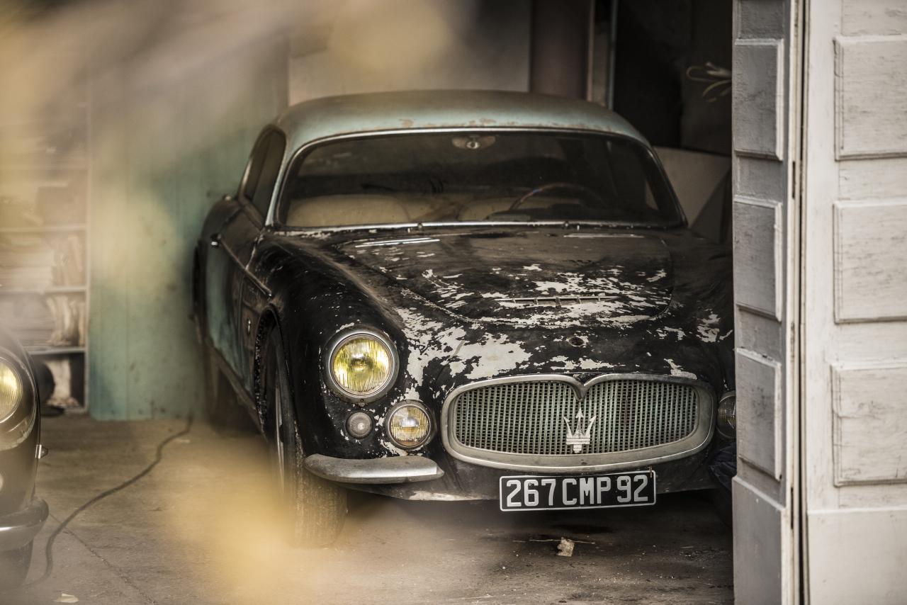 voitures anciennes un tr sor cach vendu aux ench res photo 1 l 39 argus. Black Bedroom Furniture Sets. Home Design Ideas