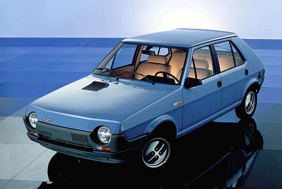 top 50 des voitures les plus moches d 39 hier et d 39 aujourd 39 hui 1980 ferrari mondial cabriolet. Black Bedroom Furniture Sets. Home Design Ideas