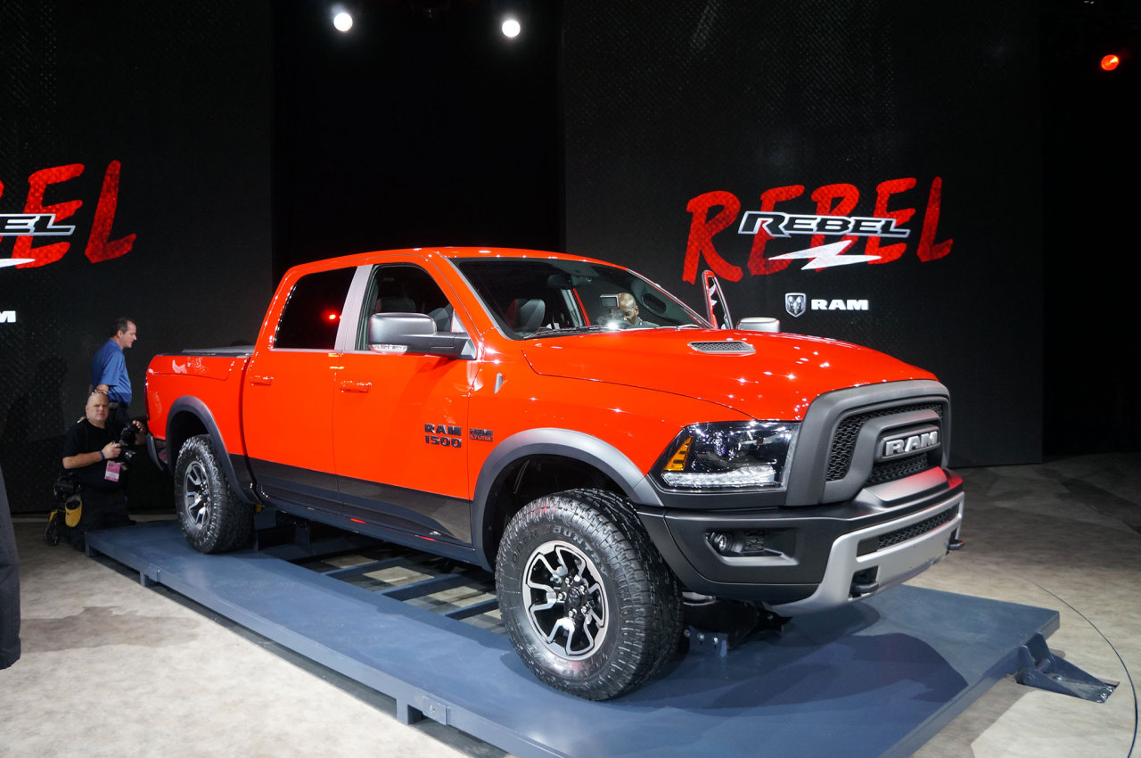 dodge ram rebel 2015 en direct de detroit l 39 argus. Black Bedroom Furniture Sets. Home Design Ideas