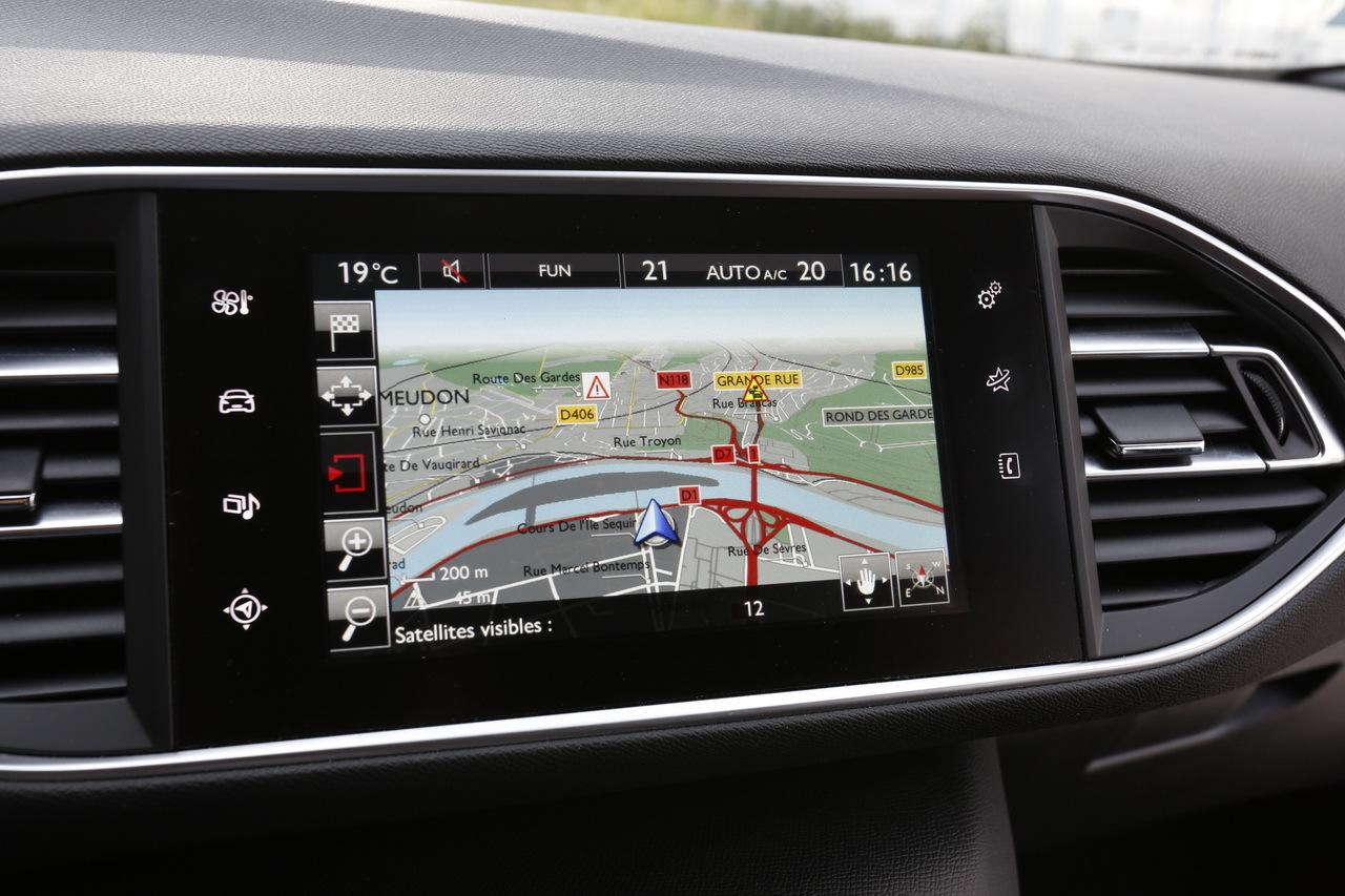 Renault M 233 Gane Gt Vs Peugeot 308 Gt Le Match Des Gt Fran 231 Aises Photo 27 L Argus