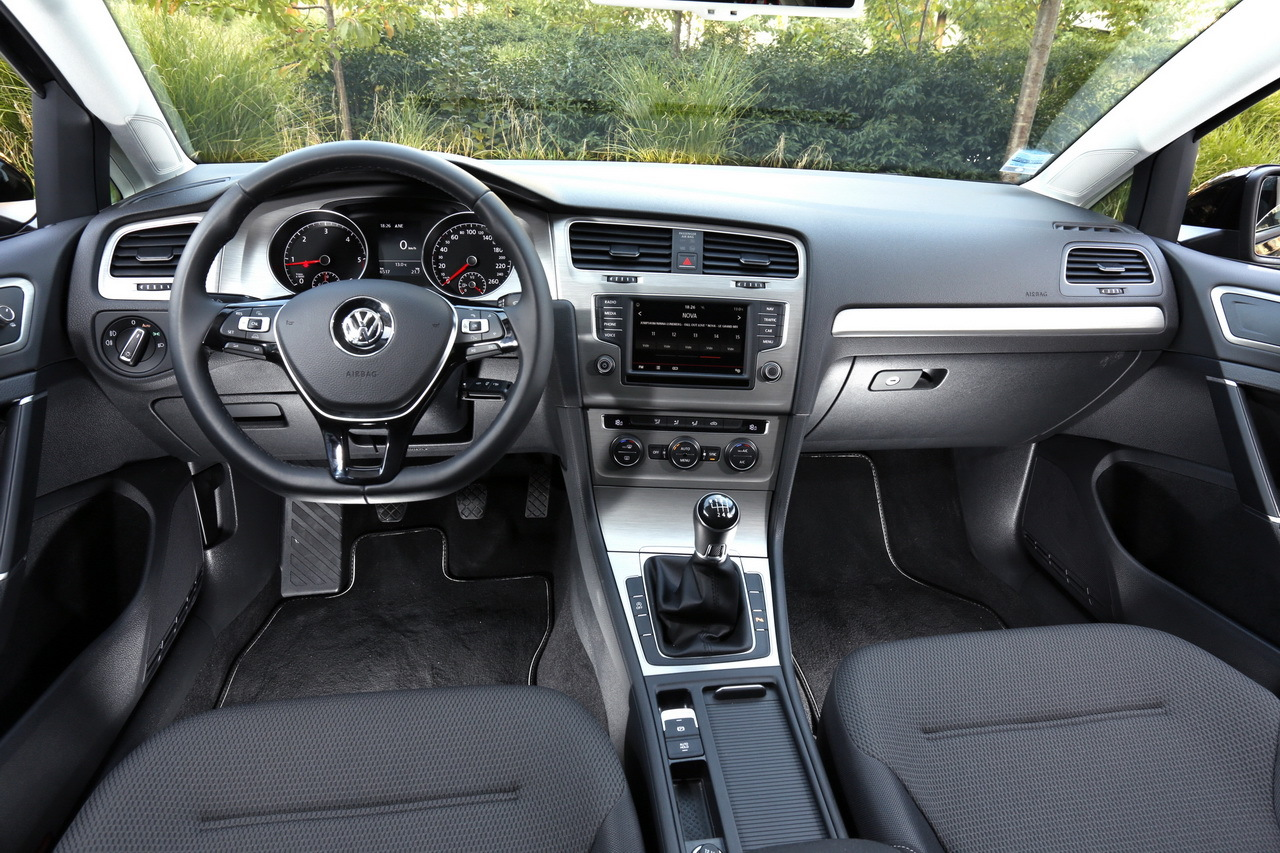 Renault m gane 4 vs volkswagen golf 7 le match des prix for Interieur golf 7