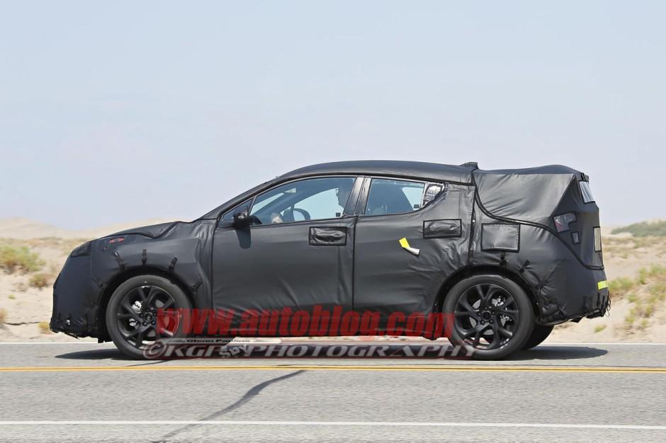 Toyota peaufine son nouveau petit crossover pour 2016 for Interieur toyota chr