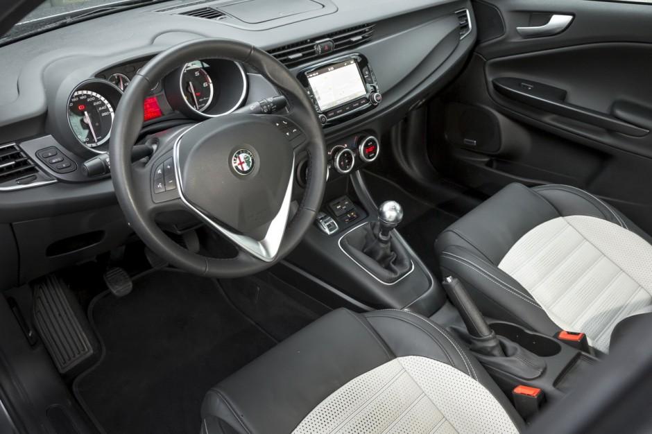 essai alfa romeo giulietta 1 6 jtdm 120 un bon moteur diesel photo 4 l 39 argus. Black Bedroom Furniture Sets. Home Design Ideas