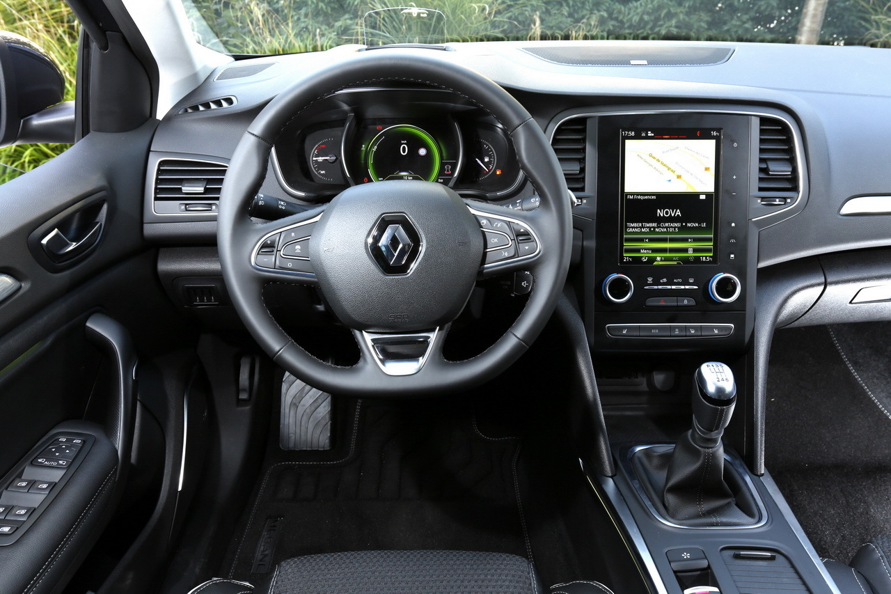 Renault m gane 4 vs volkswagen golf 7 le match des prix for Kadjar interieur 7 places