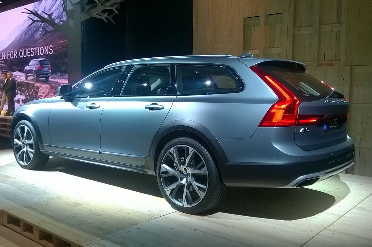 Actualité et Essai Volvo, Saab, Chrysler, Rover, etc .... 2016-volvo-v90-cross-country-18