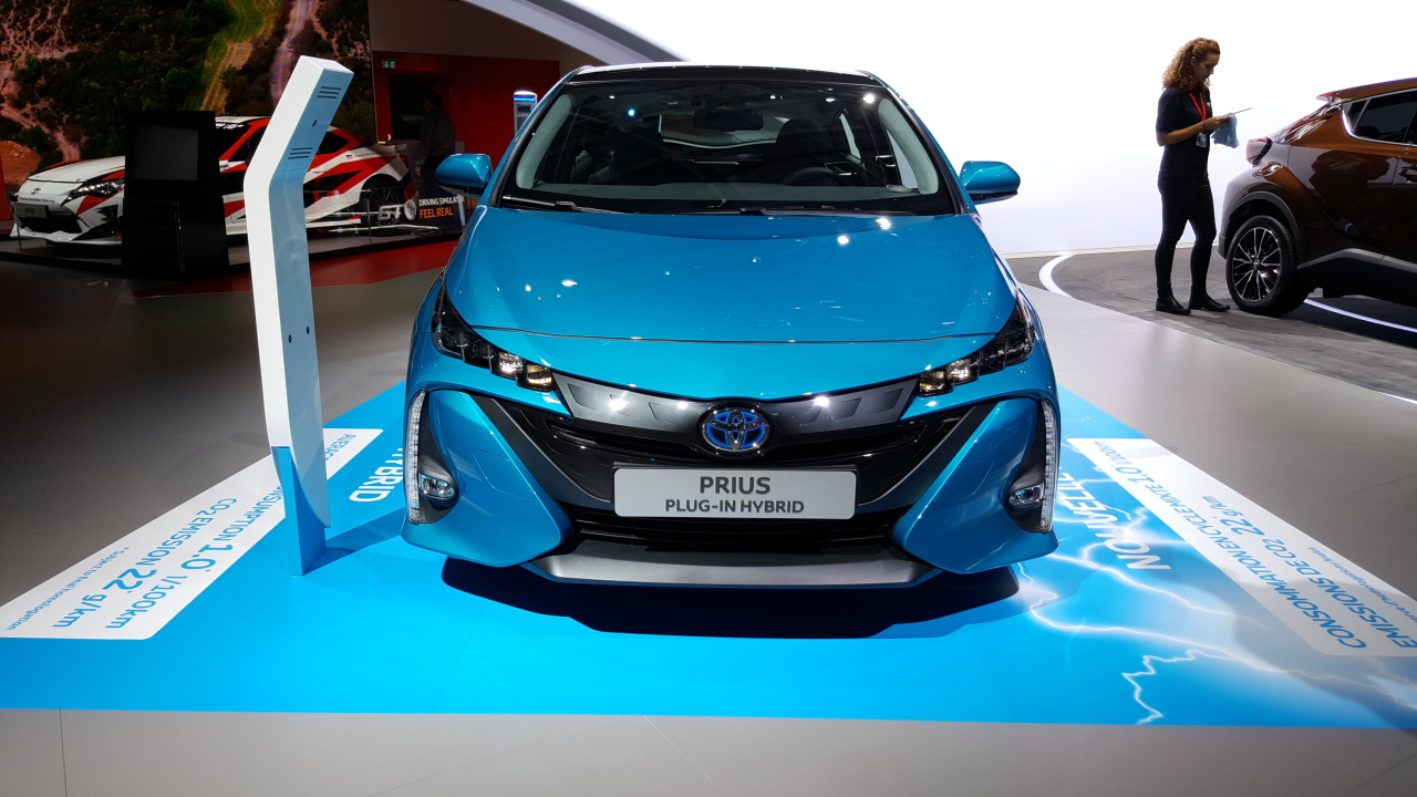 toyota prius plug in hybrid seulement 1 l aux 100 km. Black Bedroom Furniture Sets. Home Design Ideas