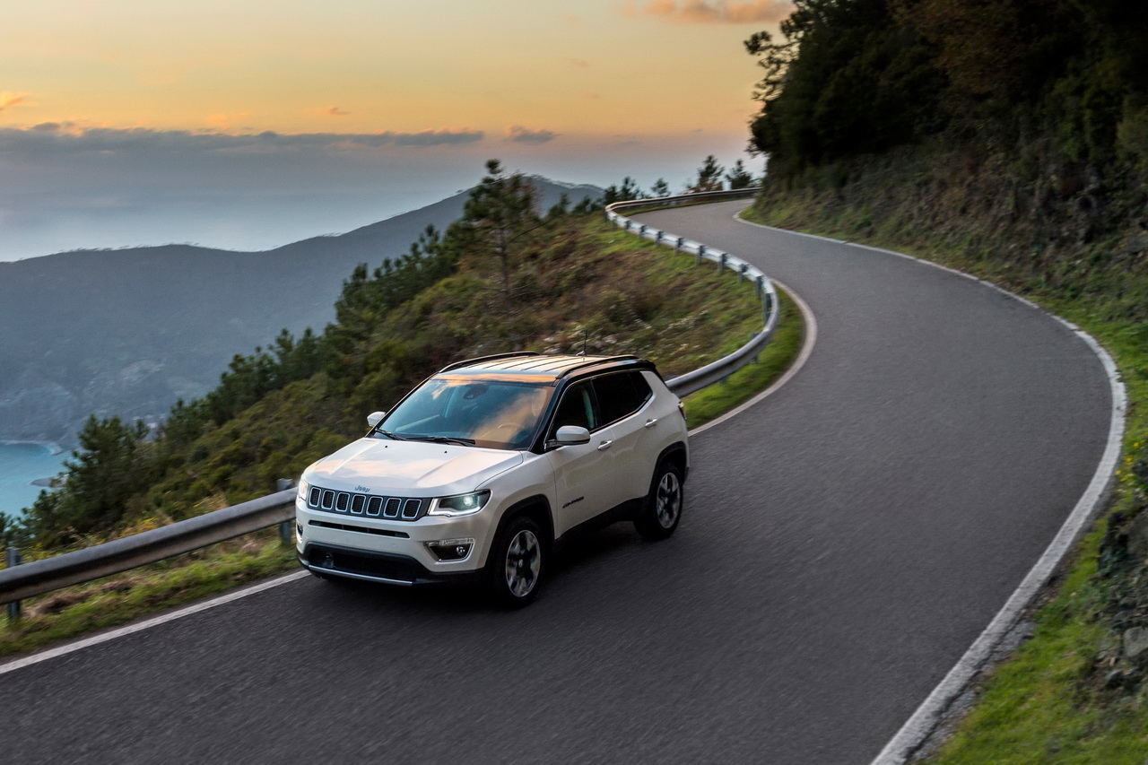 jeep compass opening edition prix et quipement de la s rie sp ciale photo 2 l 39 argus. Black Bedroom Furniture Sets. Home Design Ideas