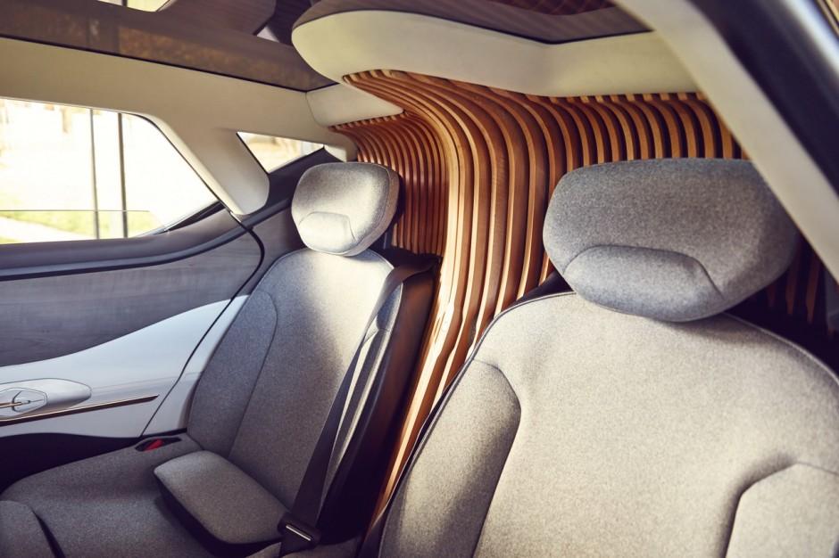 voiture autonome sans les mains au volant du renault symbioz vid o photo 10 l 39 argus. Black Bedroom Furniture Sets. Home Design Ideas