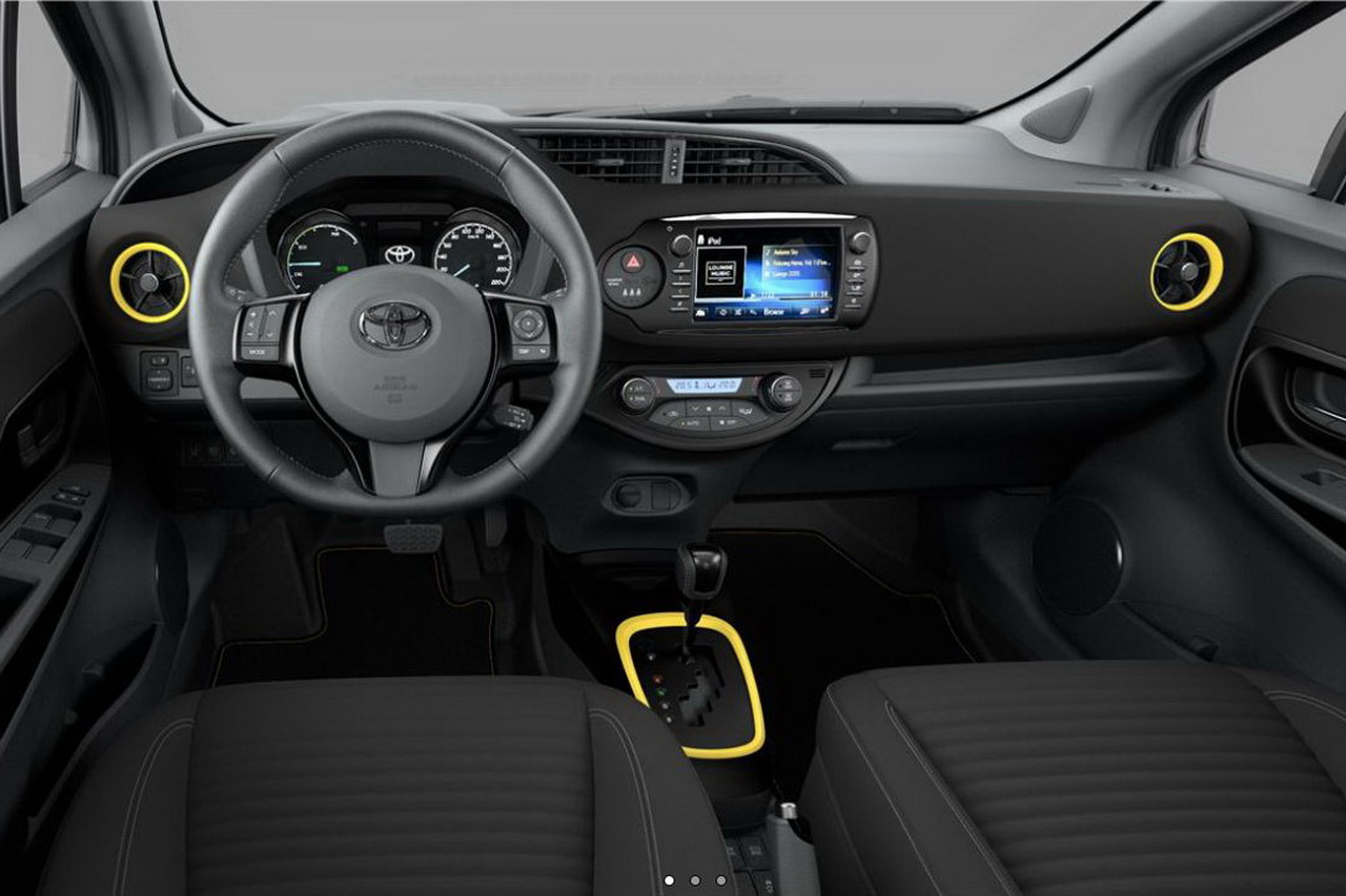 Toyota yaris hybride collection jaune 2017 250 for Interieur toyota chr