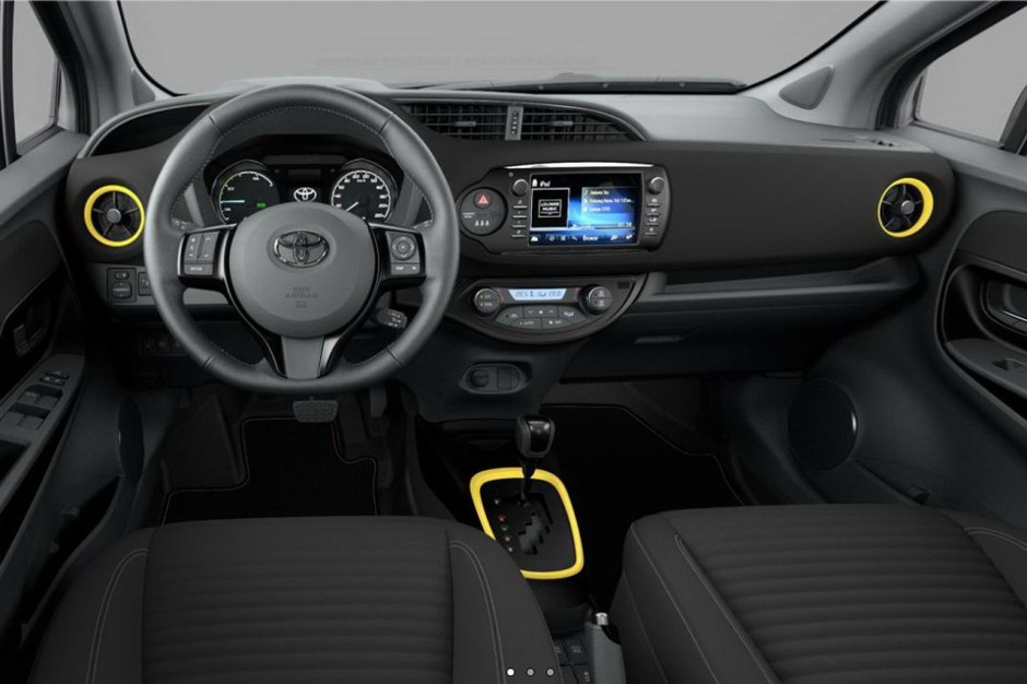 toyota yaris hybride collection jaune 2017 250 exemplaires photo 2 l 39 argus. Black Bedroom Furniture Sets. Home Design Ideas