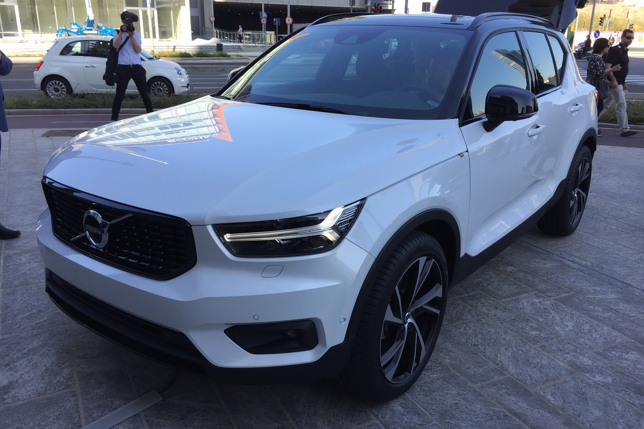 volvo xc40 2017 premi res photos et infos sur le petit. Black Bedroom Furniture Sets. Home Design Ideas