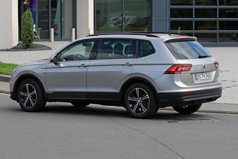 spyshots tiguan xl 2017 le tiguan 7 places d couvert photo 2 l 39 argus. Black Bedroom Furniture Sets. Home Design Ideas