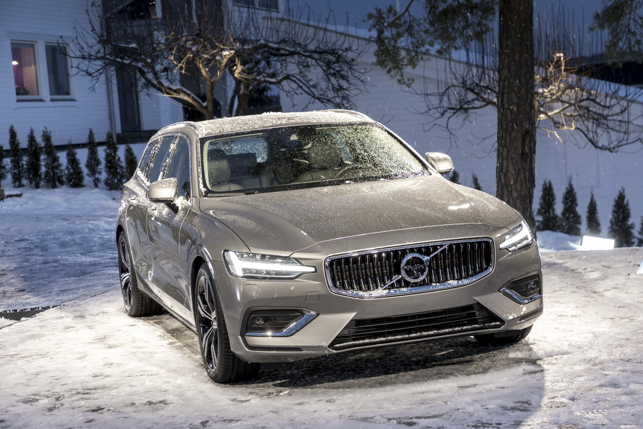 Volvo v60 2018 price prices equipment and engines unveiled tech2 the new volvo v60 estate wagon has just been unveiled as the manufacturer already opens orders this is an opportunity to discover all the details on the sciox Gallery