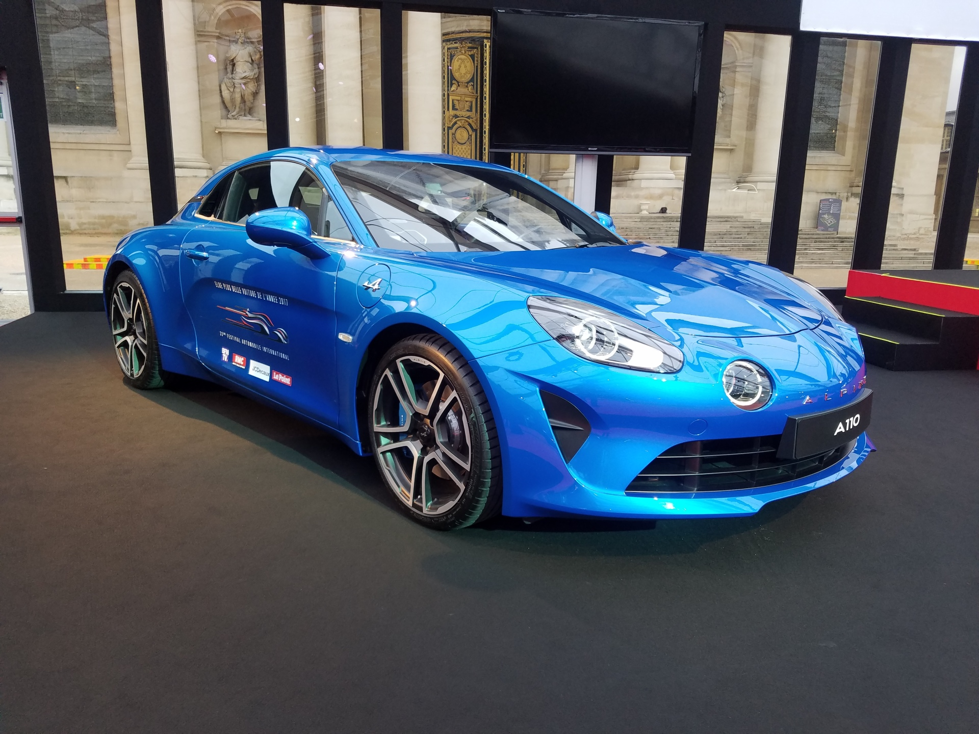 l 39 alpine a110 plus belle voiture de l 39 ann e au festival automobile photo 1 l 39 argus. Black Bedroom Furniture Sets. Home Design Ideas