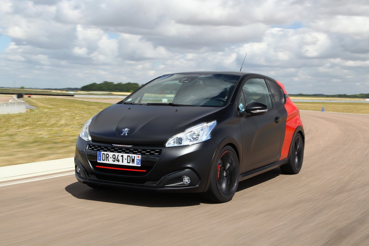 essai comparatif renault clio rs trophy vs 208 gti by peugeot sport photo 1 l 39 argus. Black Bedroom Furniture Sets. Home Design Ideas