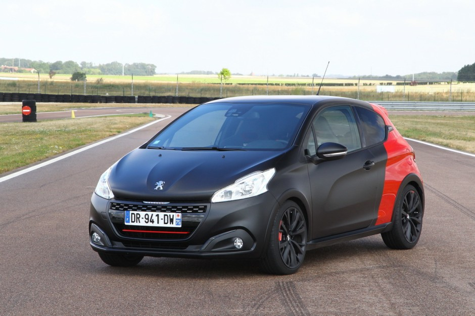 essai comparatif renault clio rs trophy vs 208 gti by peugeot sport photo 29 l 39 argus. Black Bedroom Furniture Sets. Home Design Ideas