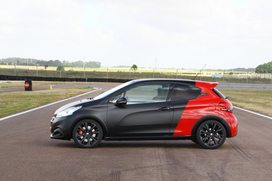 essai comparatif renault clio rs trophy vs 208 gti by peugeot sport photo 31 l 39 argus. Black Bedroom Furniture Sets. Home Design Ideas