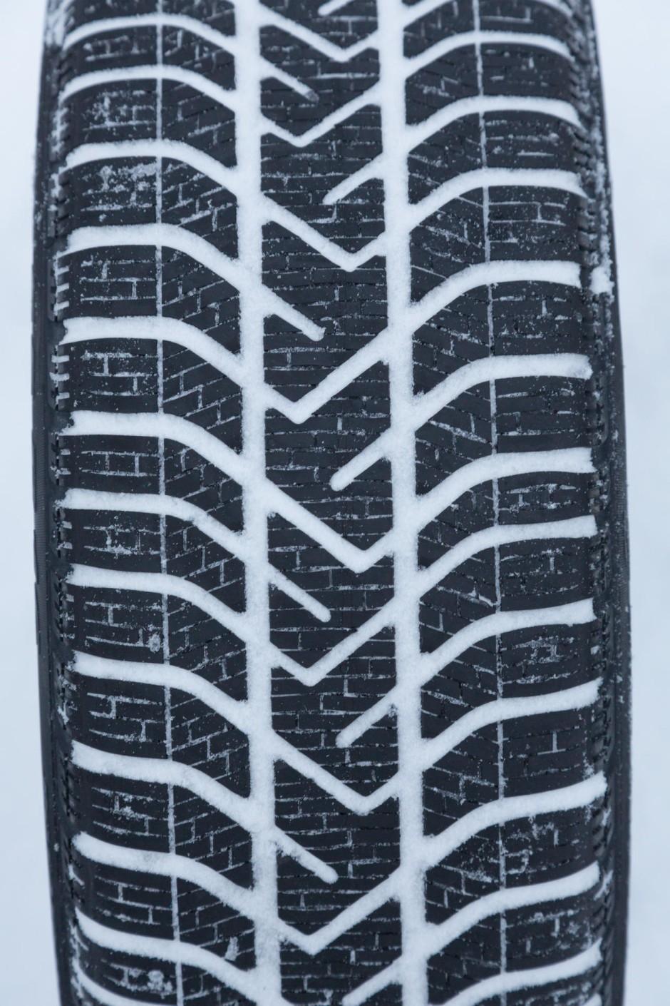 test pneus hiver quel est le meilleur photo 32 l. Black Bedroom Furniture Sets. Home Design Ideas
