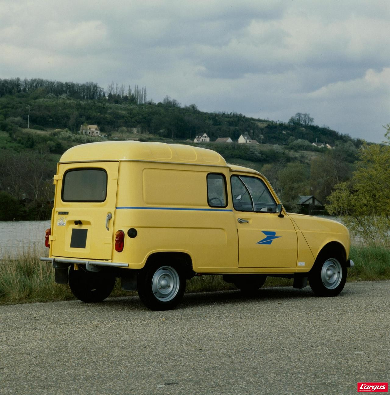 La renault 4 a 50 ans photo 14 l 39 argus for Interieur 4l